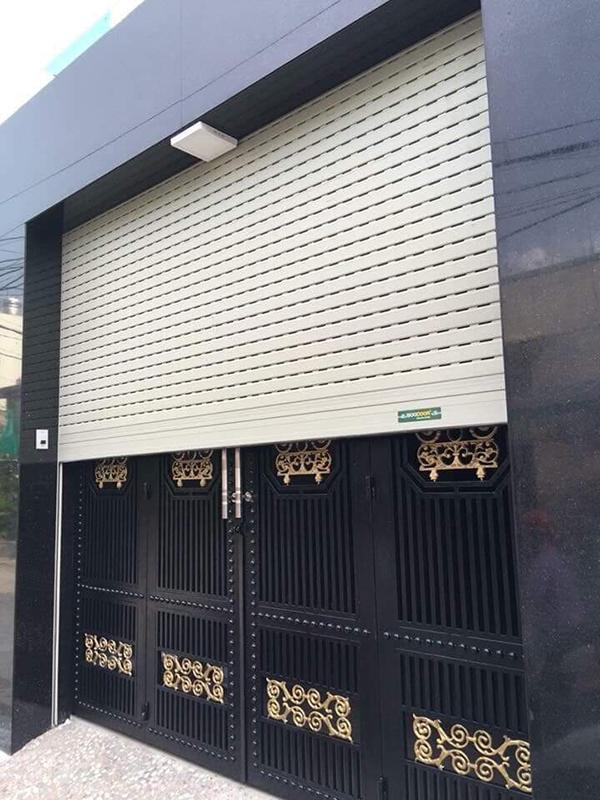 Nên sử dụng cửa cuốn tốc độ cao hay cửa kéo cho nhà mặt đường?