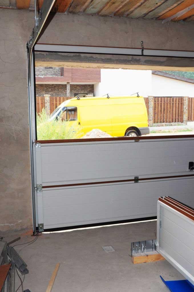 cửa trượt trần panel
