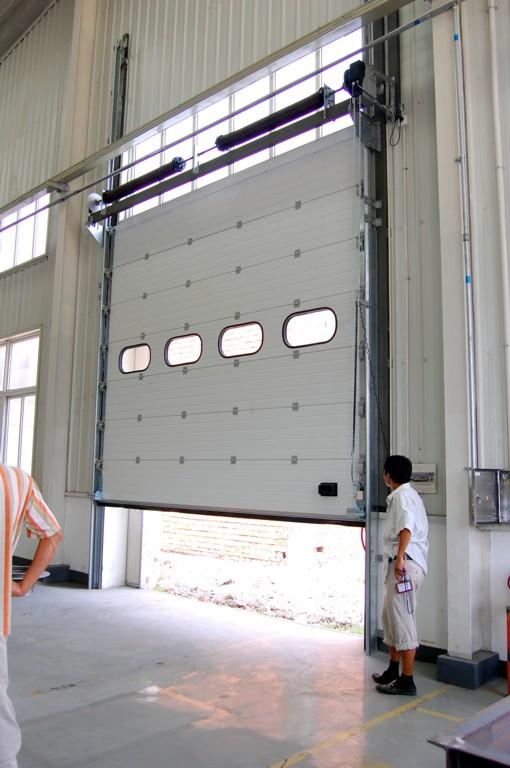 Những điểm quan trọng cần lưu ý khi lắp đặt cửa cuốn tốc độ cao